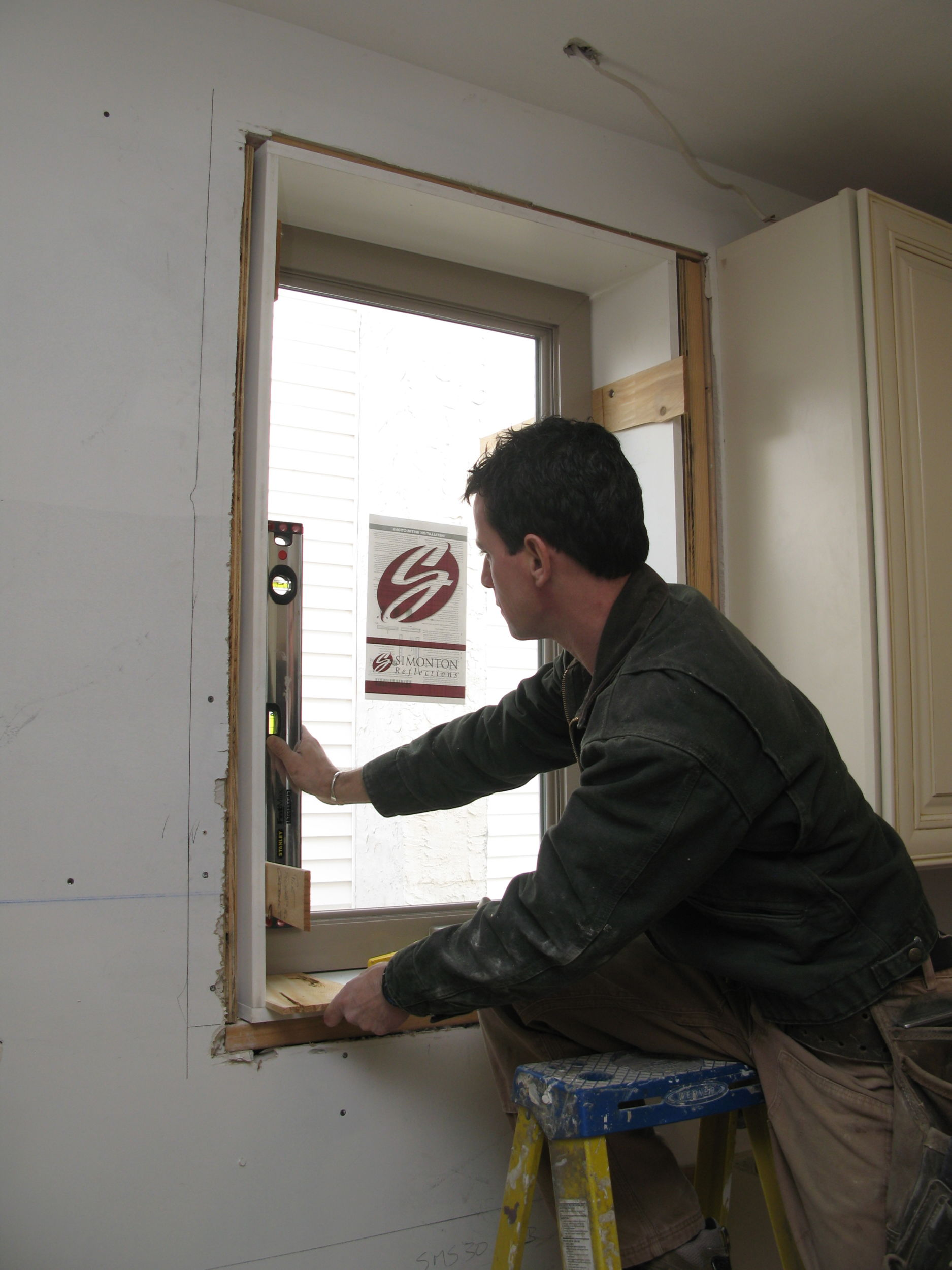 Installing a Simonton replacement window as part of a whole-house upgrade. No lead; no problem.