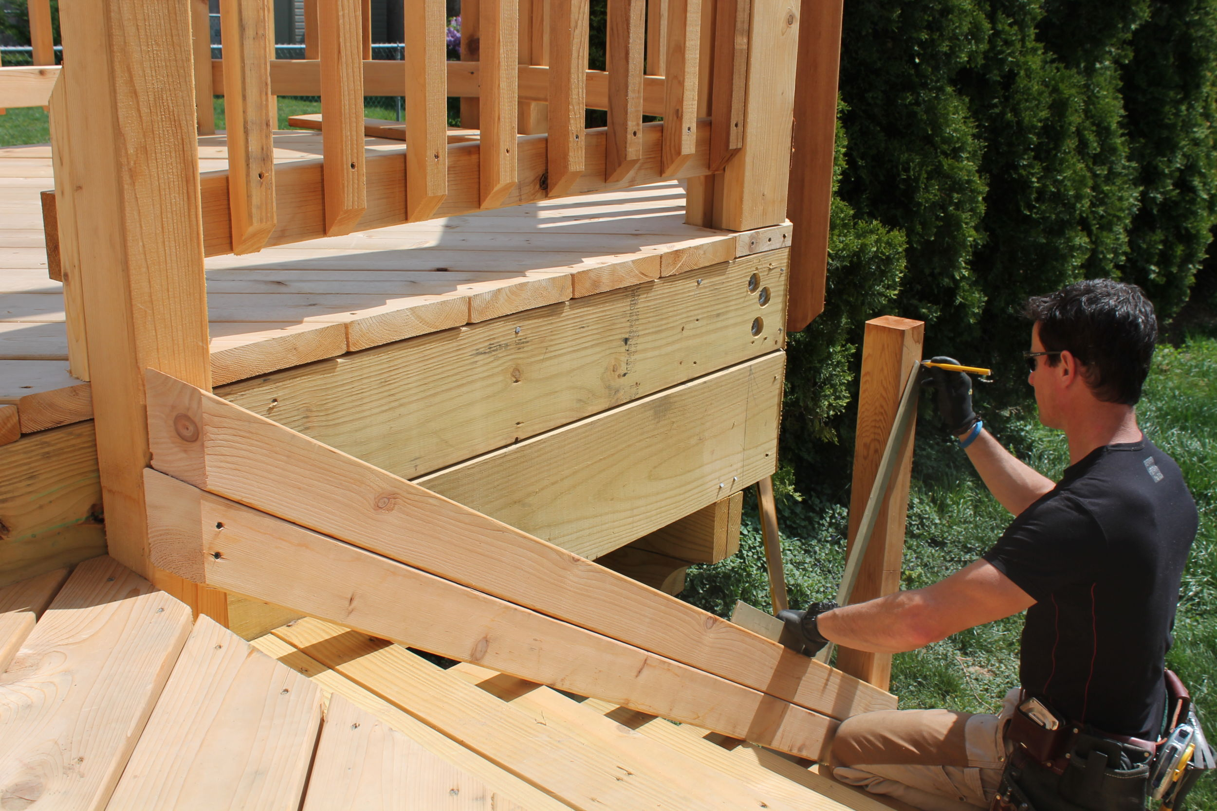 Use A Framing Square And Double 2 Bys To Layout Stair Posts Today S Tip Deck  Stair Rail Layout