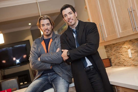 Jonathan and Drew Scott Shirtless http://myfixituplife.com/DIY/2012/06/drew-scott-hgtv-propety-brothers-mark-and-theresa/