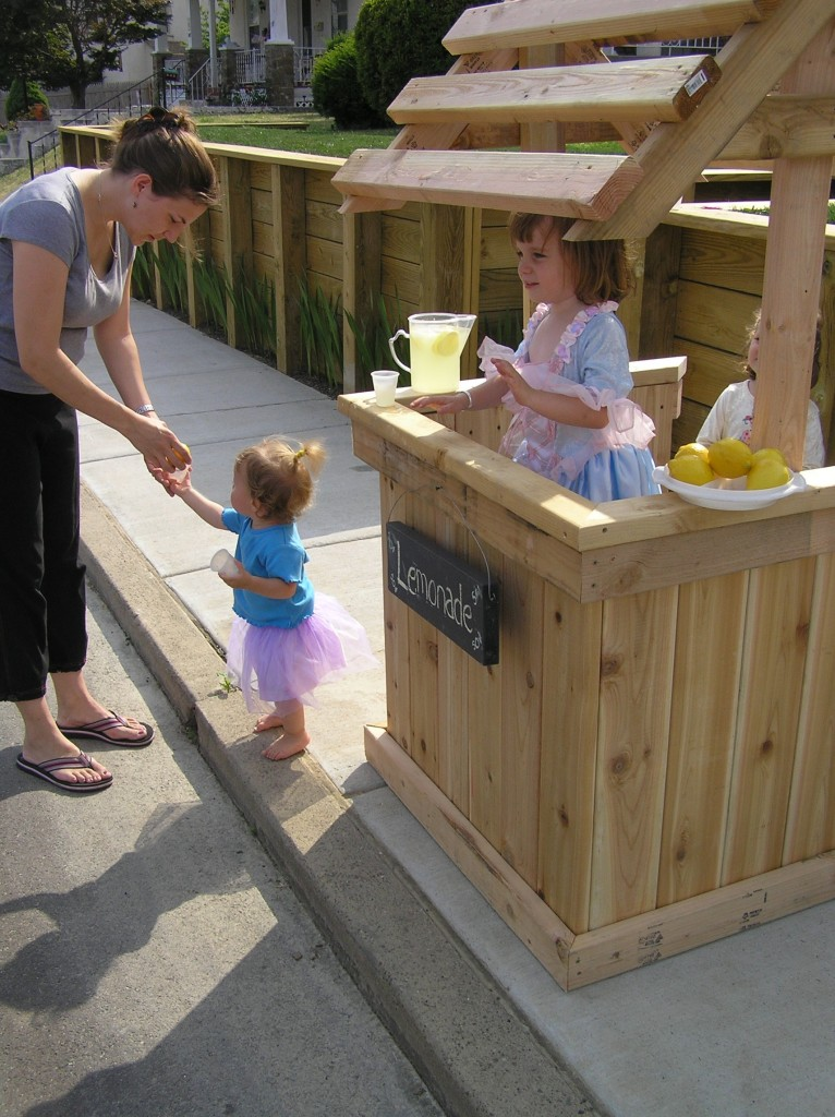 Build a kid 39 s lemonade stand for Kids lemonade stand plans