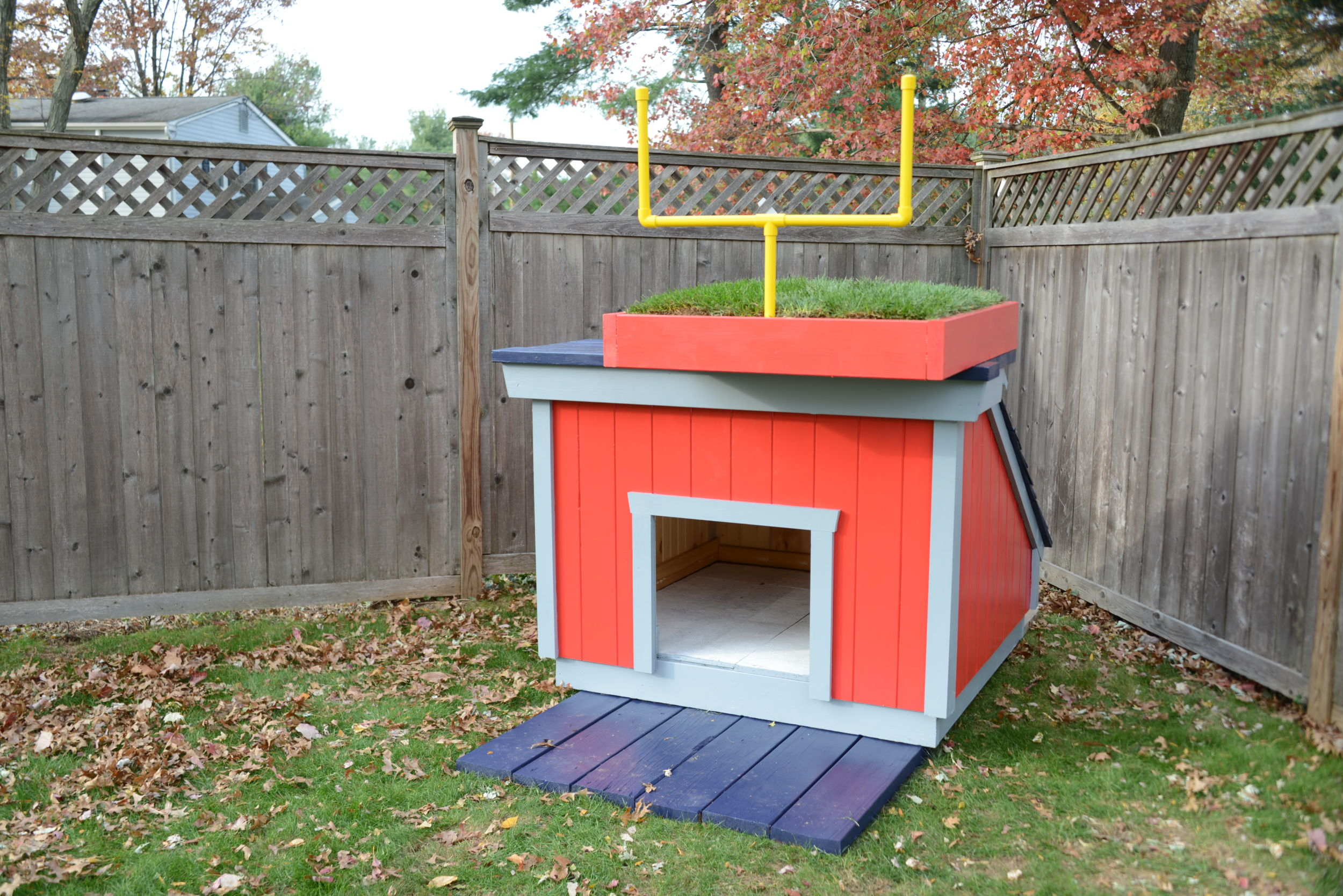 The Glidden Team Colors New England Patriots Dog House