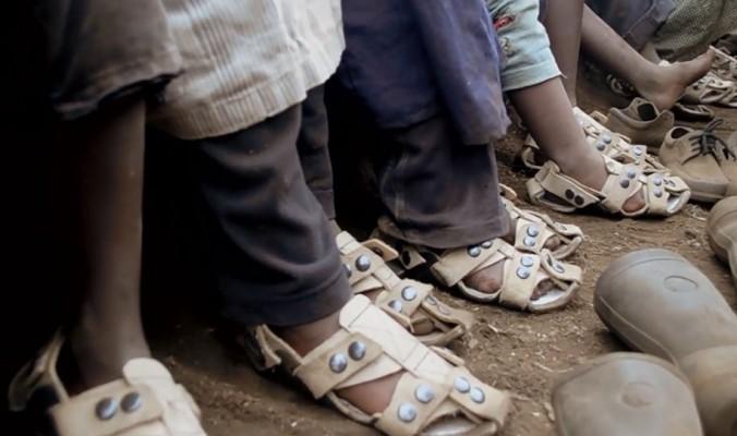 Shoe-That-Grows-Kenton-Lee-03-676x400