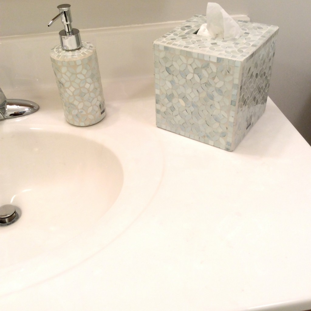 Small bathroom makeover mom accessories IMG_2103_Fotor