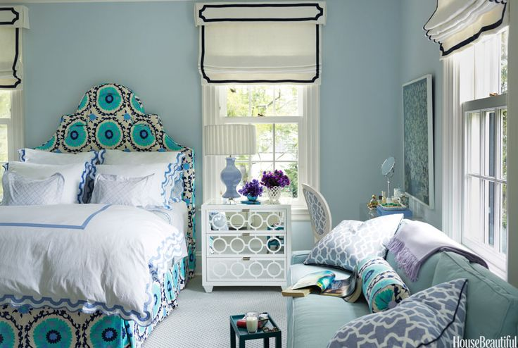 Soothing Bedrooms Can Be Perfect For The Analogous Color Schemes This Shows Off Blue