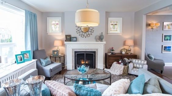 A Living Room Can Have A Country Chic Vibe And Use A Few Different Metallic  Finishes