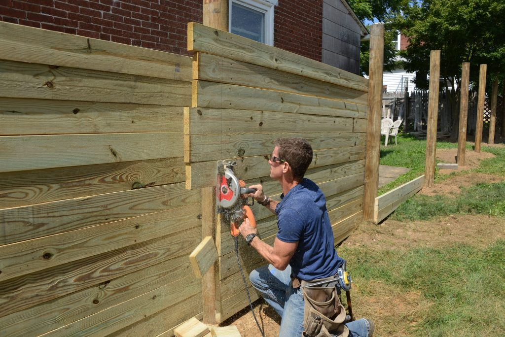 How To Home Improvement Building A Wood Fence Beginner