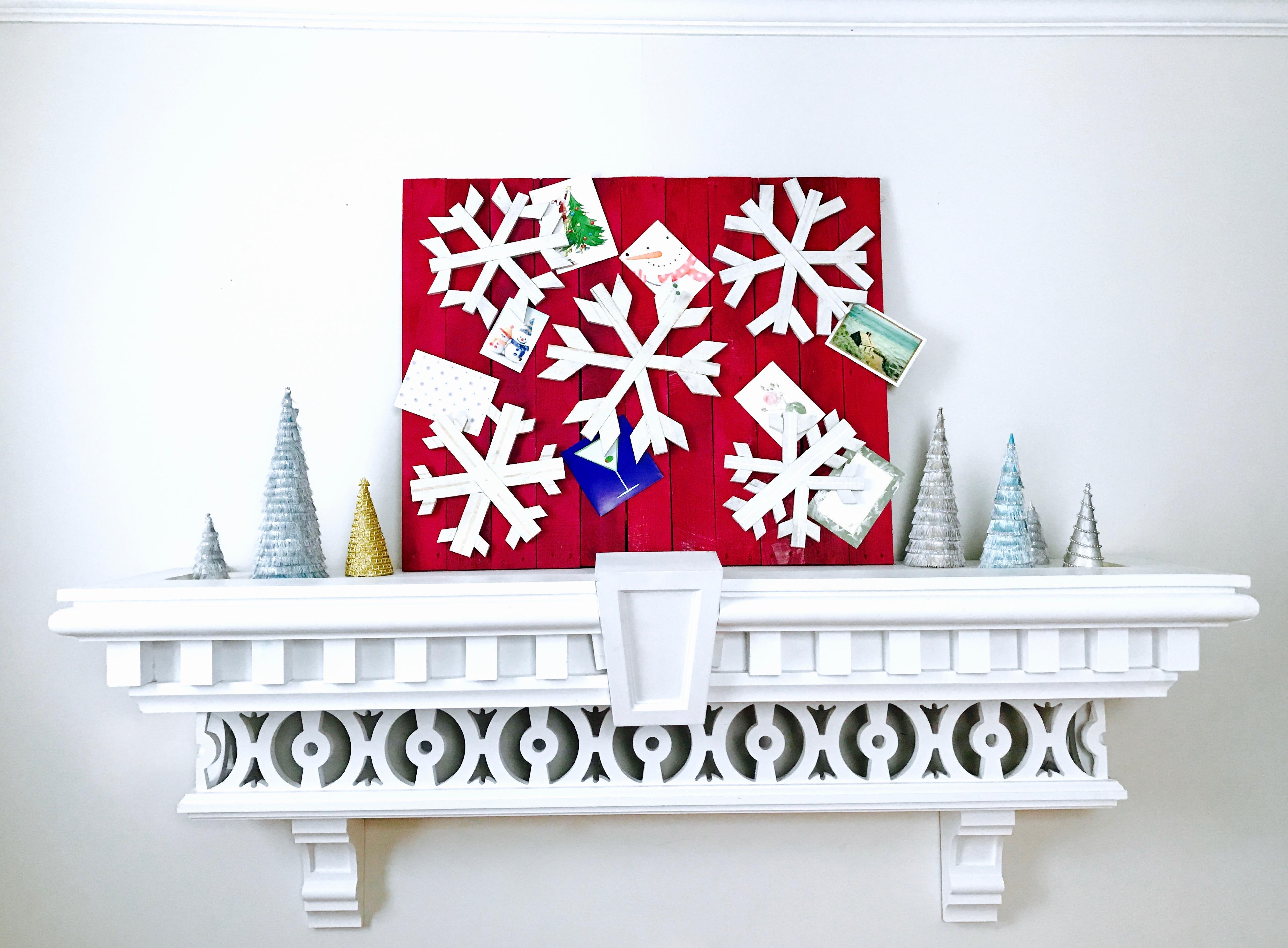 14 MyFixitUpLife Krylon Pallet December Holiday Snowflake Pallet DIY after decorated cards