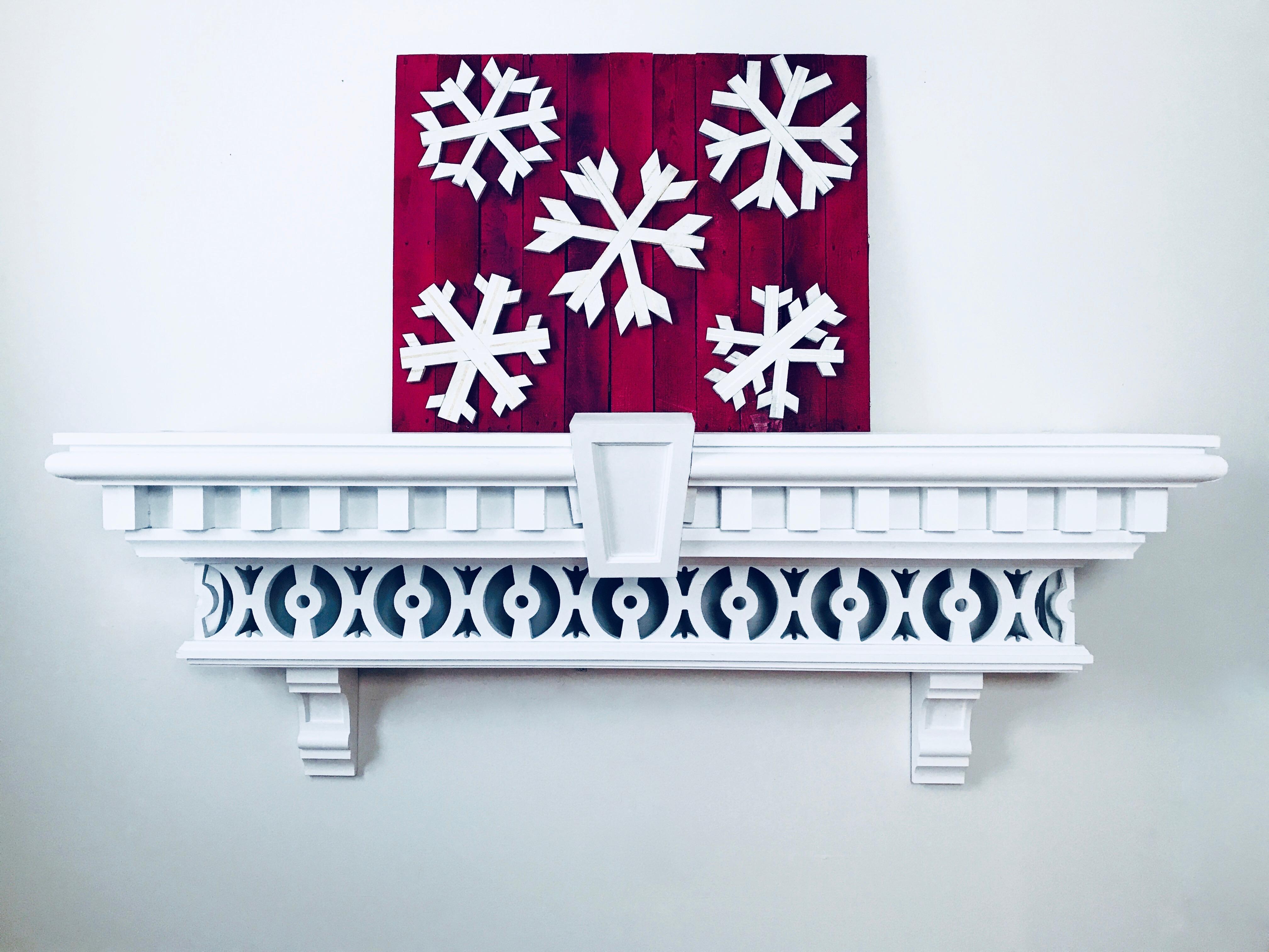 14 MyFixitUpLife Krylon Pallet December Holiday Snowflake Pallet DIY after
