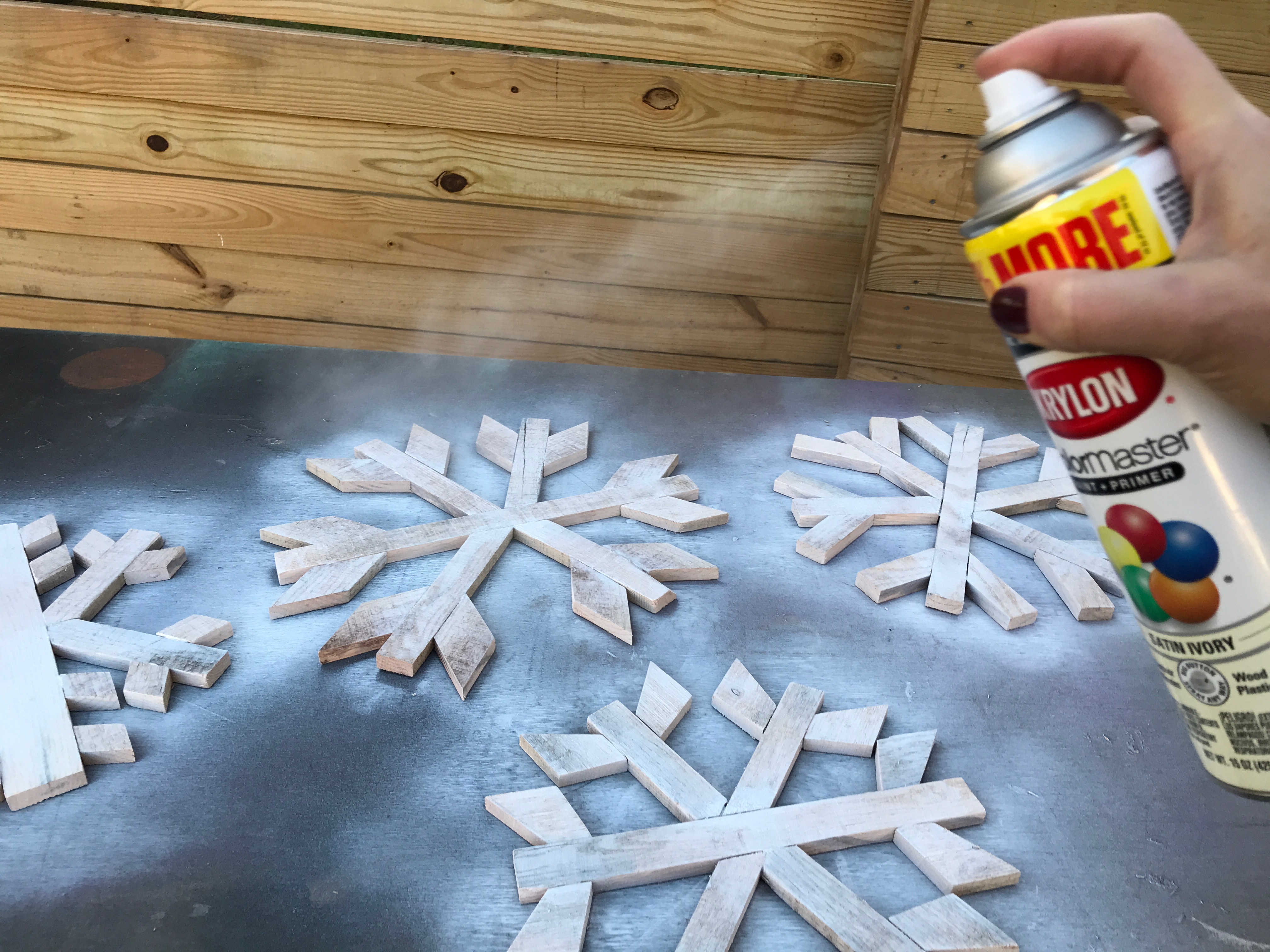 7 MyFixitUpLife Krylon Pallet December Holiday Snowflake Pallet DIY paint snowflakes