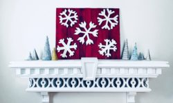 MyFixitUpLife Krylon Pallet December Holiday Snowflake Pallet DIY after decorated